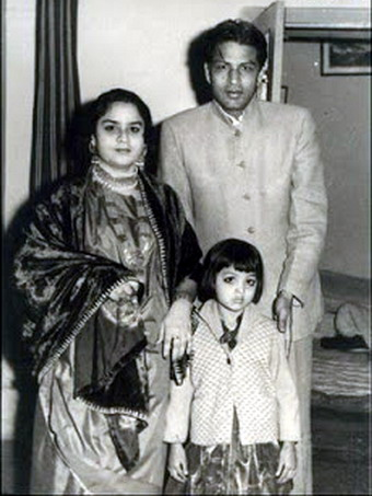 Shah Rukh Khan's Parents And His Sister's Childhood Photo