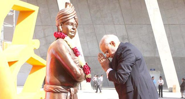 Narendra Modi Bowing in Respect in Front of A Statue of Vivekananda
